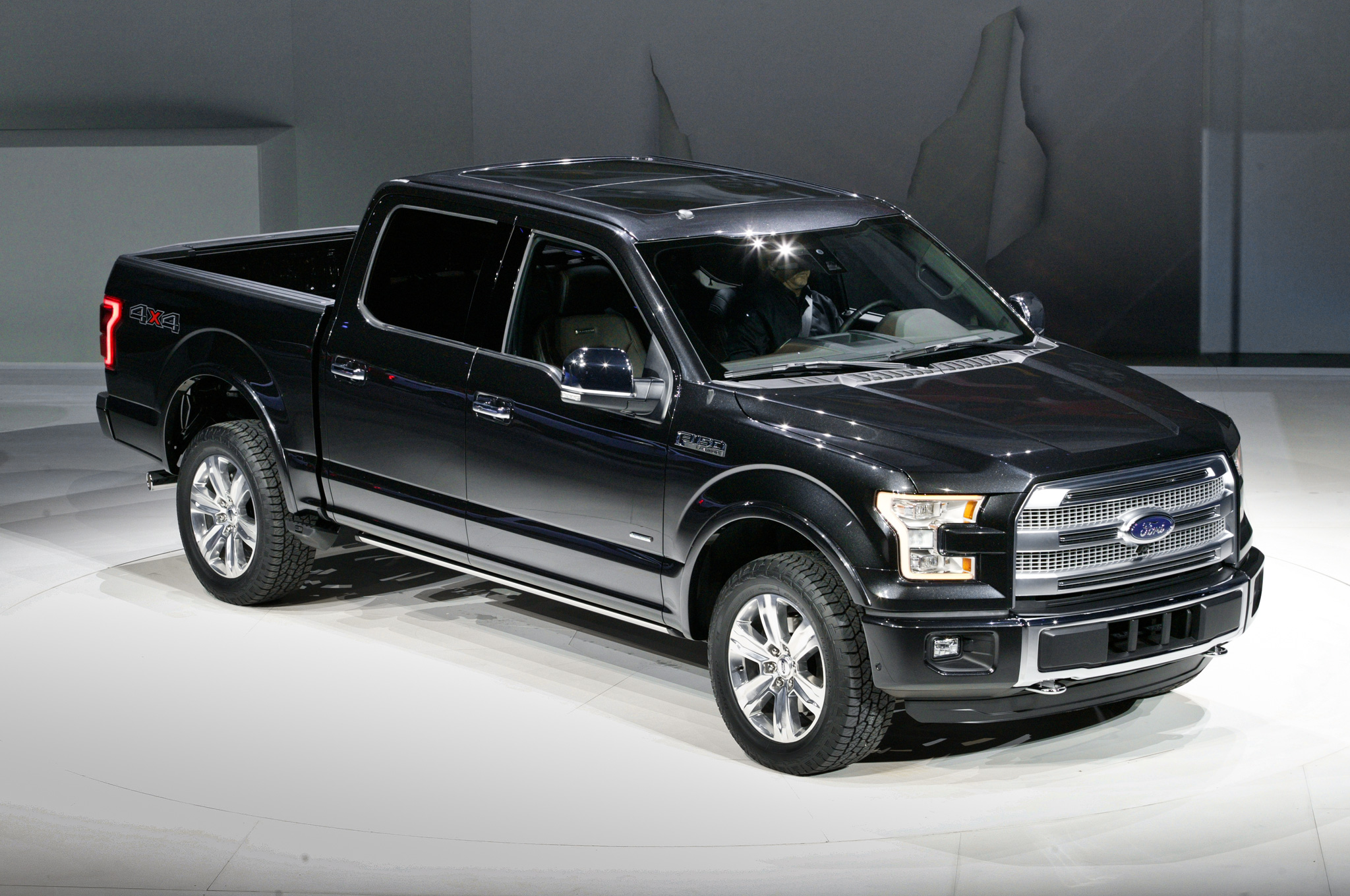 2015_ford_f_150_first_look-60560849-2015-ford-f-150-in-detroit-front